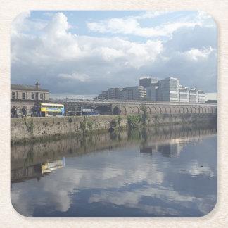Porta-copo De Papel Quadrado Porta copos da reflexão do Riverbank de Dublin