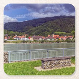 Porta-copo De Papel Quadrado Vila de Willendorf no rio Danúbio, Áustria