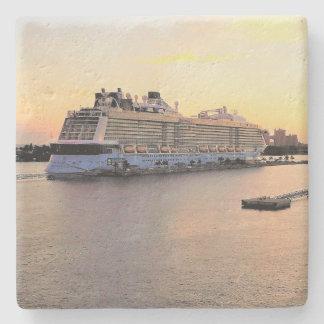 Porta-copo De Pedra Aurora do porto de Nassau com navio de cruzeiros