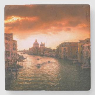 Porta-copo De Pedra Canal histórico bonito de Veneza, Italia