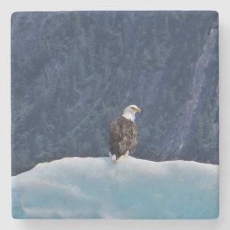 Porta-copo De Pedra Eagle que refrigera em uma porta copos do mármore