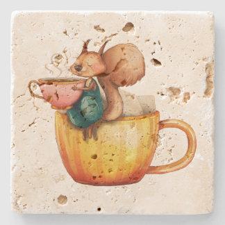 Porta-copo De Pedra Esquilo pequeno lunático bonito em um Teacup