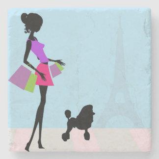 Porta-copo De Pedra Mulher e caniche em Paris