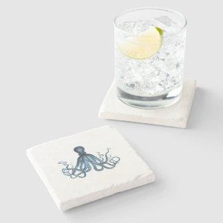 Porta-copo De Pedra O polvo kraken o azul litoral náutico da praia do