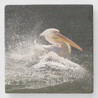 Porta-copo De Pedra Pelicano impressionante na água