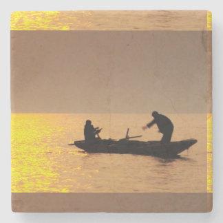 Porta-copo De Pedra Pesca dos Fishers dos marinheiros do por do sol da