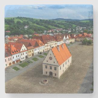 Porta-copo De Pedra Praça da cidade velha em Bardejov em o dia,
