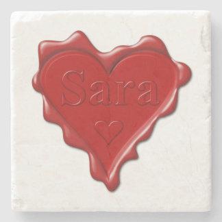 Porta-copo De Pedra Sara. Selo vermelho da cera do coração com Sara