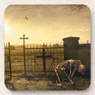 Porta-copo Esqueleto no cemitério