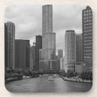 Porta-copo Grayscale de Chicago River da torre do trunfo