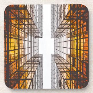 Porta-copo janelas das construções da fachada da arquitetura