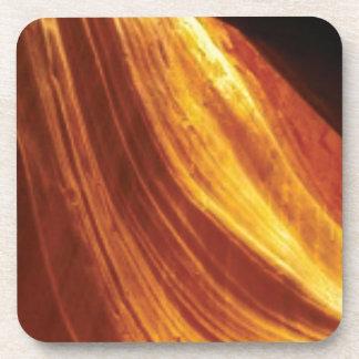 Porta-copo laranja e fluxo vermelho