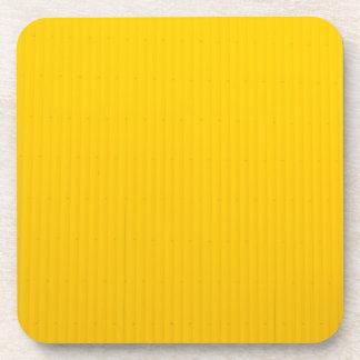 Porta-copo Menina que anda contra a parede amarela enorme