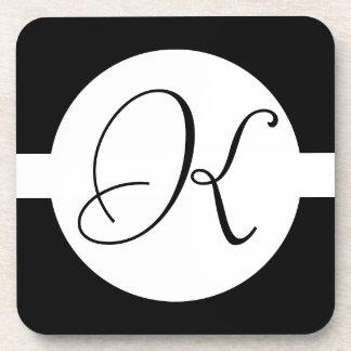 Porta-copo Monograma preto e branco do círculo