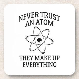 Porta-copo Nunca confie um átomo