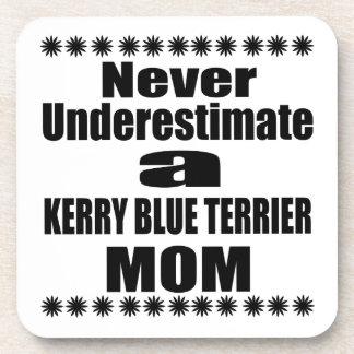 Porta-copo Nunca subestime a mamã de TERRIER de AZUL de KERRY