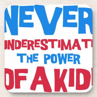 Porta-copo Nunca subestime o poder de um miúdo