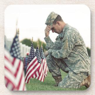 Porta-copo O soldado visita sepulturas no Memorial Day