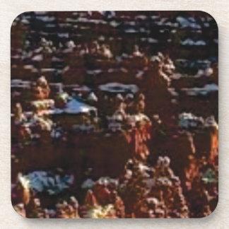 Porta-copo rochas vermelhas na glória da montanha