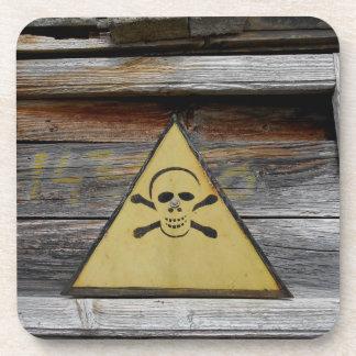 Porta-copo Sinal do perigo do vintage na madeira rústica