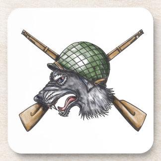 Porta-copo Tatuagem cruzado capacete dos rifles do lobo