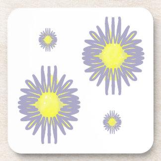 Porta Copos 4 flores azuis & amarelas macias no fundo branco