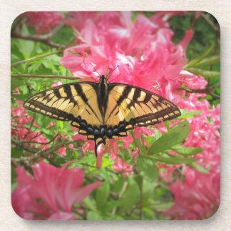 Porta Copos A borboleta de Swallowtail senta-se em azáleas