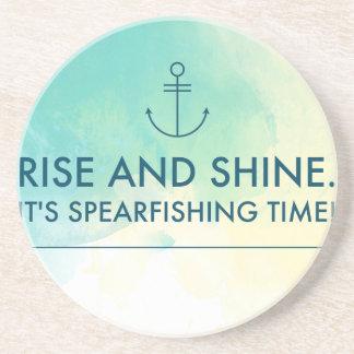 Porta-copos A elevação e brilha-o é tempo de Spearfishing