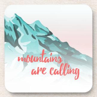 Porta-copos As montanhas estão chamando o design da tipografia