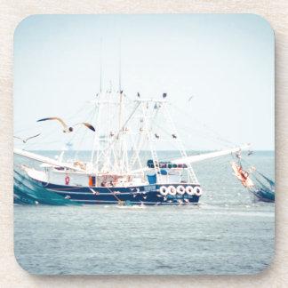 Porta Copos Barco azul do camarão no oceano