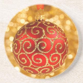 Porta-copos Bauble vermelho do Natal no ouro