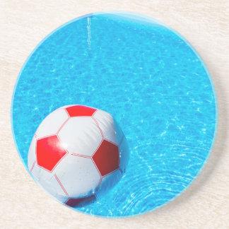 Porta-copos Bola de praia que flutua na água na piscina