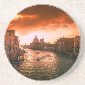 Porta-copos Canal histórico bonito de Veneza, Italia