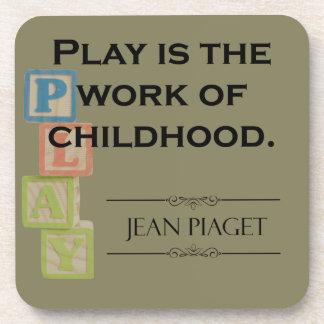 Porta-copos Citações de Piaget - o jogo é o trabalho da