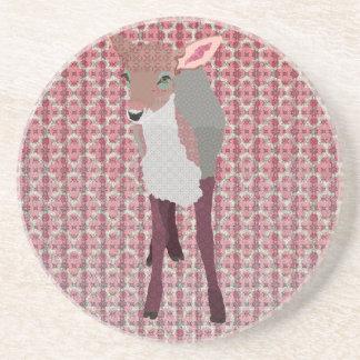 Porta copos cor-de-rosa bonito da jovem corça