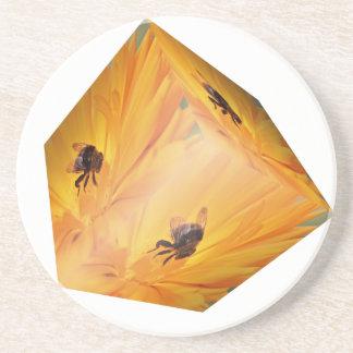 Porta-copos Cubo amarelo com inseto e flor da abelha