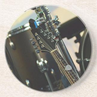 Porta-copos De Arenito A música dos instrumentos rufa o instrumento