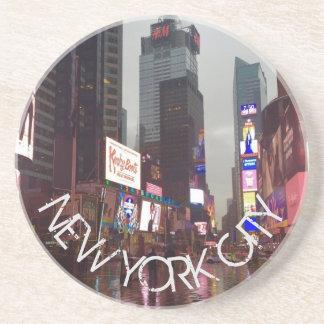 Porta-copos De Arenito Chuva dos sinais de néon do Times Square NYC da