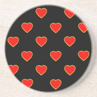 Porta-copos De Arenito Corações vermelhos em um fundo preto