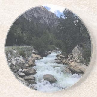 Porta-copos De Arenito Córrego da montanha rochosa