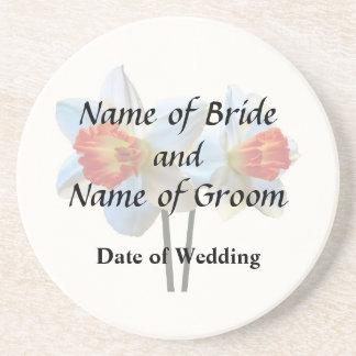 Porta-copos De Arenito Dois brancos e Daffodils alaranjados que Wedding