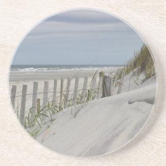 Porta-copos De Arenito Dunas resistidas da cerca e de areia na praia