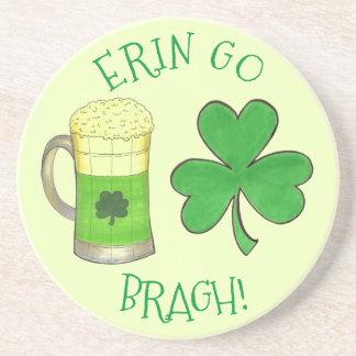 Porta-copos De Arenito Erin vai verde da cerveja do trevo do Dia de São