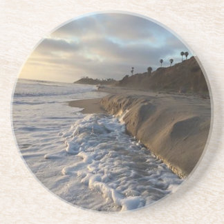 Porta-copos De Arenito Fotografia das ondas que batem a areia