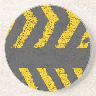 Porta-copos De Arenito Marcação de estrada amarela afligida Grunge