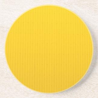 Porta-copos De Arenito Menina que anda contra a parede amarela enorme