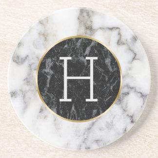 Porta-copos De Arenito Monograma branco & preto do mármore do círculo