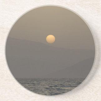 Porta-copos De Arenito Por do sol sobre montanhas da ilha de Paros