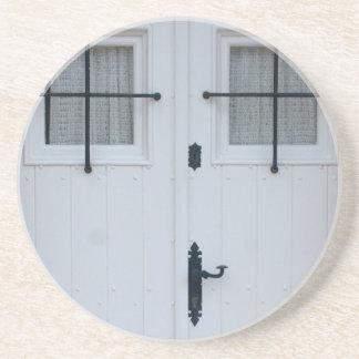 Porta-copos De Arenito Porta de madeira branca com trabalhos pretos do