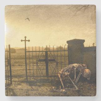 Porta Copos De Pedra Esqueleto no cemitério